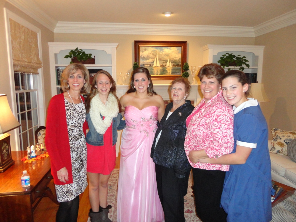 LtoR: Lauren's aunt, cousin, Lauren, Lauren's Grandmother, Lauren's Mom, Megan